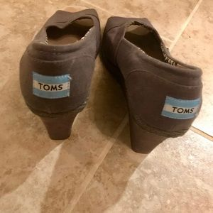 Gray Tom's wedges